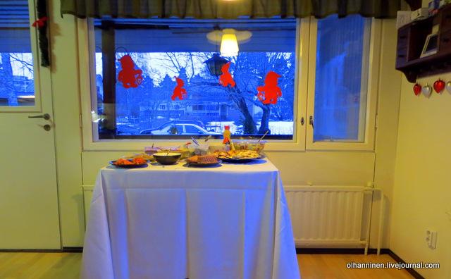 рождественский стол с закусками накрываем