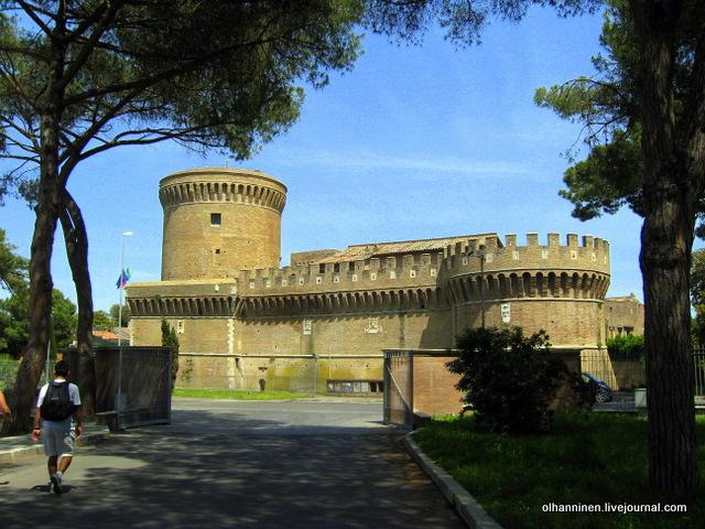 03 Напротив Остия Антика  замок папы Юлия II