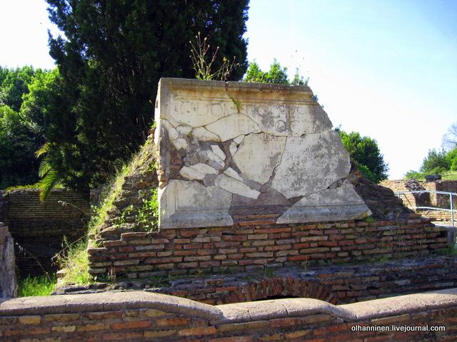 30 Некрополь, где даже члены одной семьи могли поклоняться разным богам