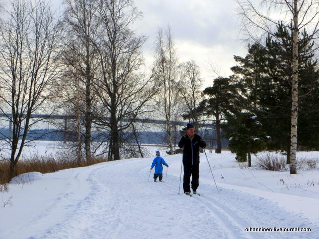 дед и внук на лыжах