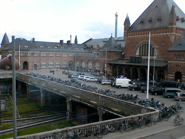 Вид из окна отеля на вокзал Копенгагена
