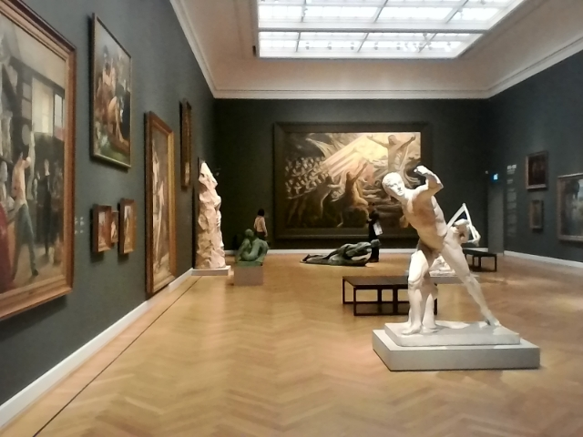 просторные залы музея