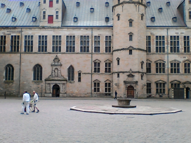 Внутренний двор замка Кронборг, Гильдестерн и Розенкранц