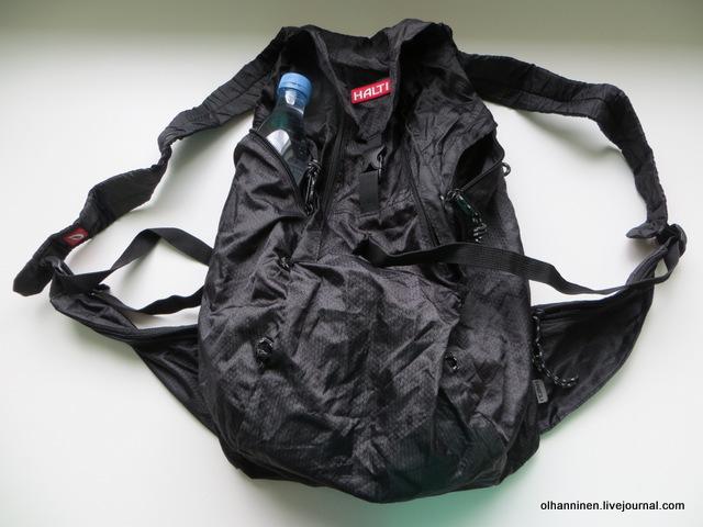 содержимое в рюкзаке и вода в кармане сбоку.JPG