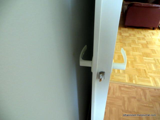 дверной буфер на стене в месте удара ручки двери.JPG