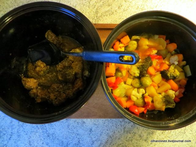 в отдельных горшках овощи и мясо.JPG