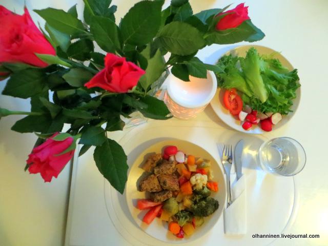 на столе мясо и овощи.JPG