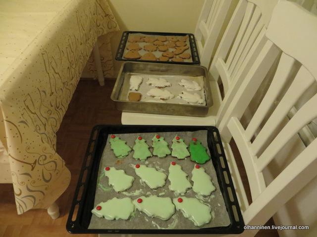 02 печенье с зеленой, белой и коричневой глазурью.JPG