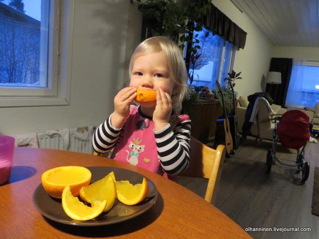 06 внучке нравится желе в апельсине.JPG