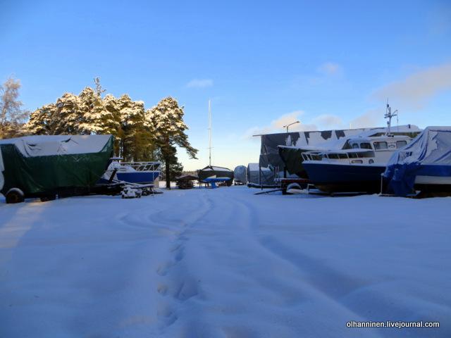 13 зимующие в порту катера.JPG