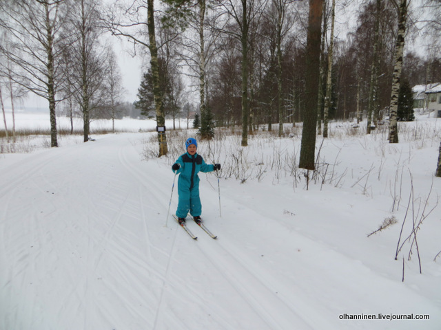 02 старший брат на лыжах.JPG