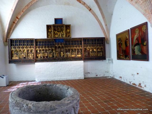 St. Aegidius Church, Lubeck, 1430 Сошествие во ад. Справа от распятия..JPG