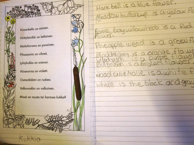 На другом уроке дети раскрашивали цветы