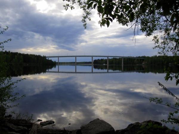 Мост над озером Уннукка в Варкаусе