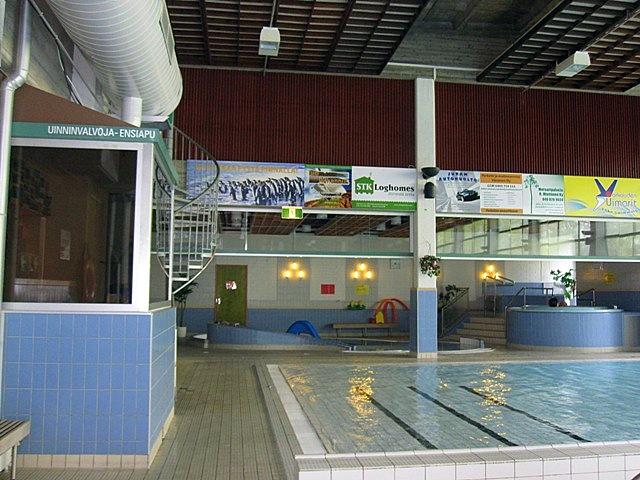 В бассейне имеется джакузи и рядом маленькая горка в бассейне для малышей
