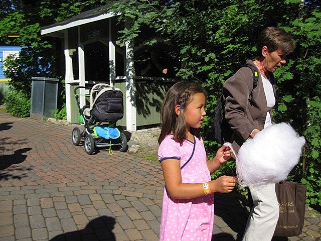 Вата в парке муми-троллей и место для курения