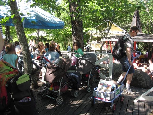 В кафе можно бесплатно подогреть детское питание