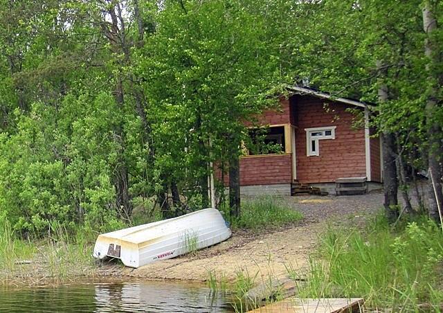 сауна и лодка летом