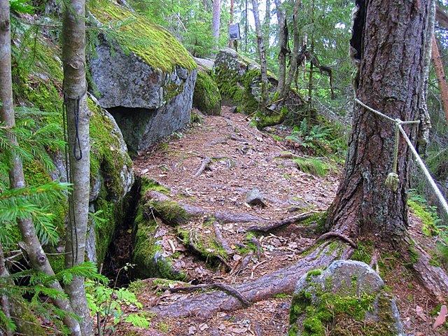 Рядом с пещерой семьи Иммоненов находятся жилища
