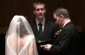 Пара женится в Фейсбуке