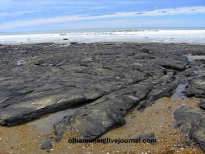 Скалистые отмели вдоль побережья