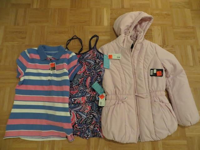 куртка, футболка и купальник