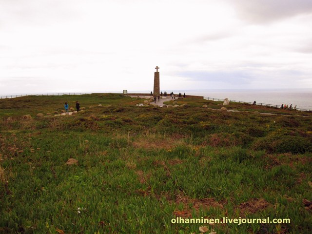 монумент с крестом на крайней западной точке  Европы мысе Кабо да Роко