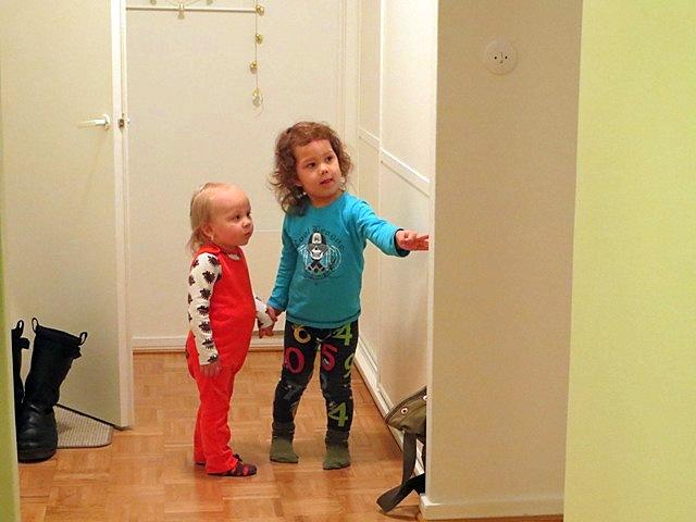 так Онии и Лука исследовали все шкафы