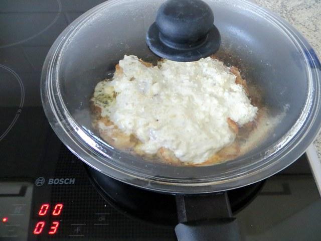 филе с сыром под крышкой