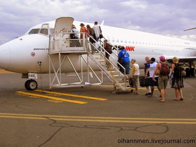 самолет и взлетная полоса в Алис-Спрингс