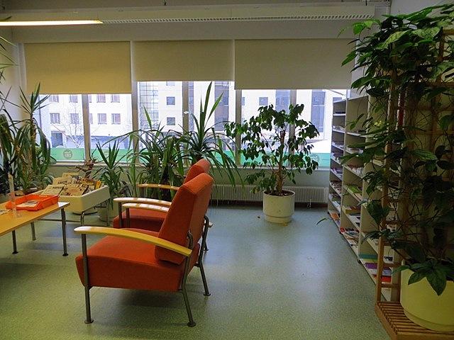 зеленая зона отдыха для клиентов, ищущих работу