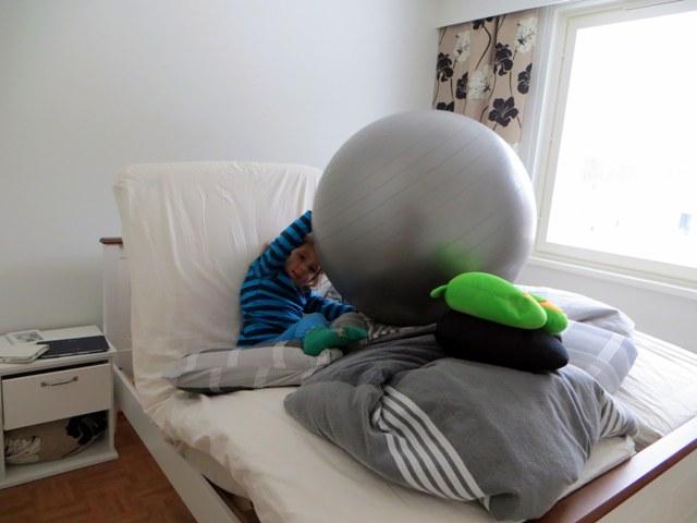 кровать как фантастическая машина с шаром