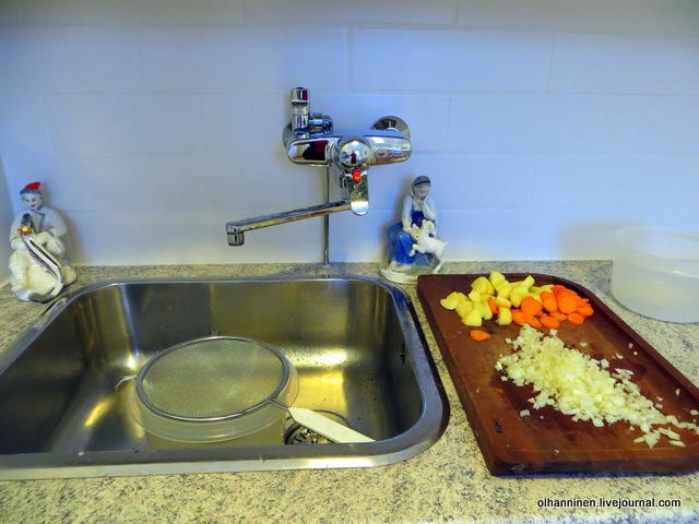 04-готовим овощи и дуршлаг в миске