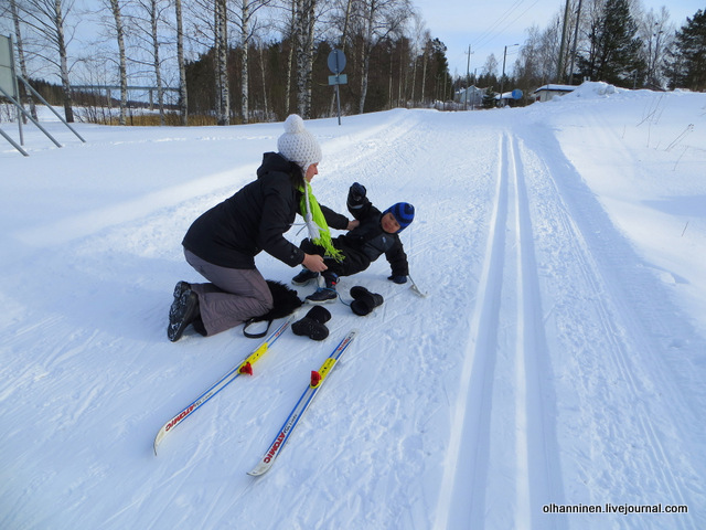 02-непросто встать в лыжных ботинках