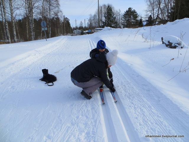 04-оказывается  лыжи к ботинкам пристегиваются