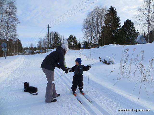 05-вдели руки в петли лыжных палок