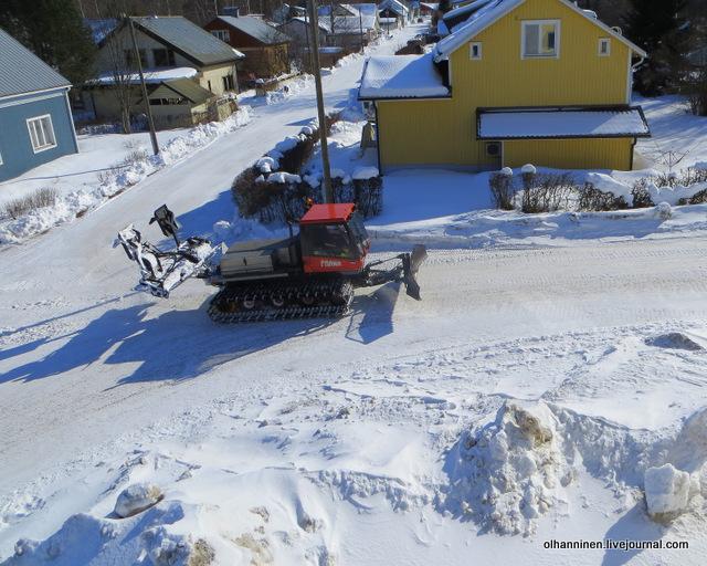 Наконец-то, и на нашей улице трактор