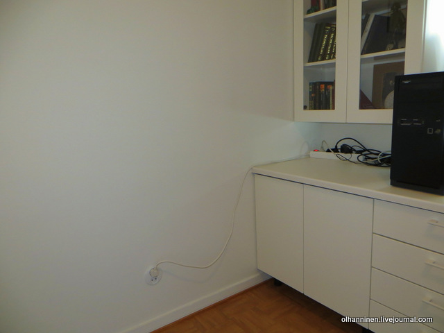 18-розетка и провода в кабинете