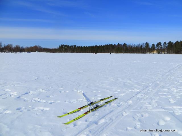 8 снимаю лыжи и надеваю теплые сапоги