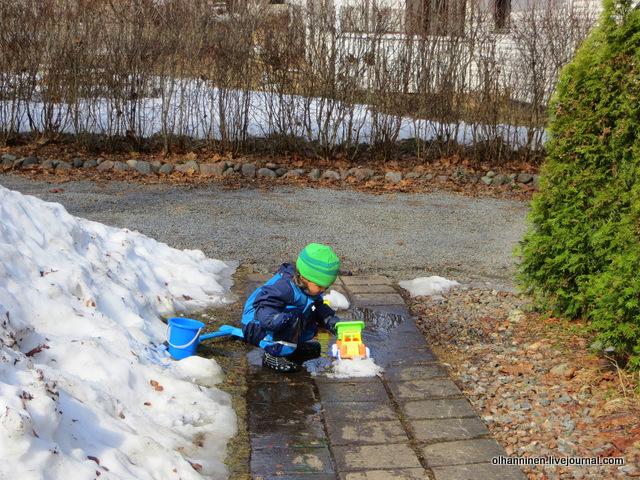 7 теперь положили снег и возим по снегу, исследуя разницу