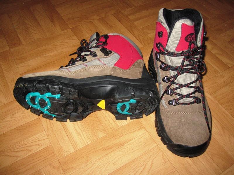 Надела ботинки с шипами для того, чтобы отталкиваться от льда