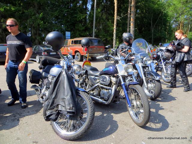 17 харлеи со своими мотоциклами
