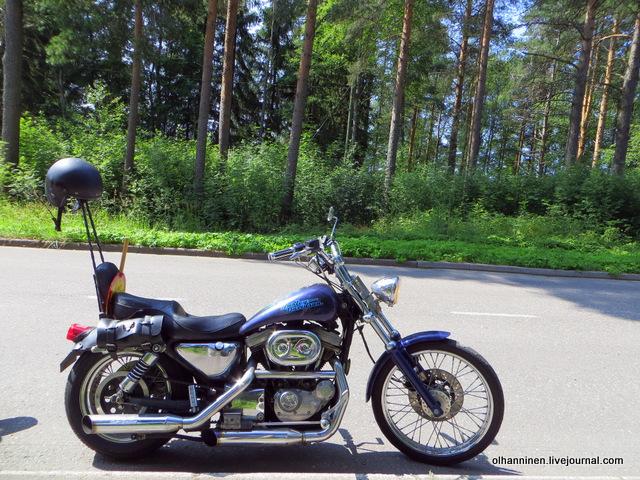 19 мотоцикл со шлемом