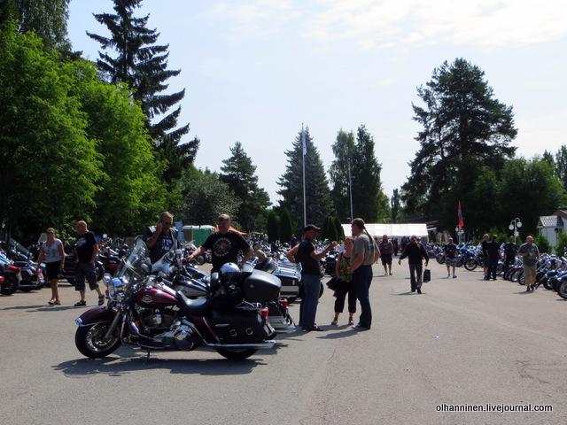 26 много мотоциклов и мотоциклистов на слете
