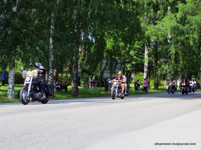 32 парад 13.07.2013 Harley Davidson в Varkaus на углу улицы Savontie 3