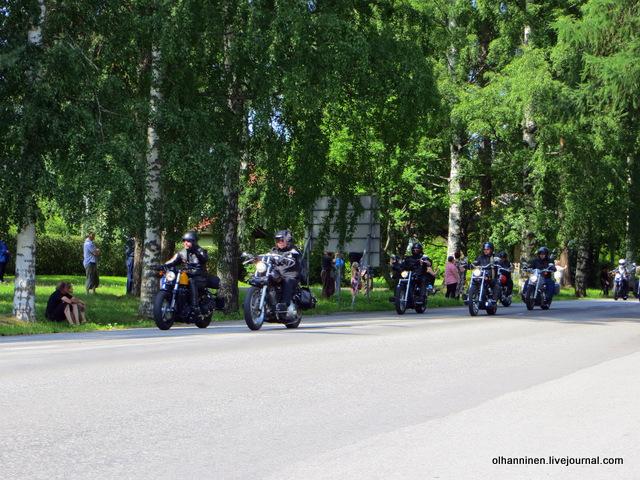 33 парад 13.07.2013 Harley Davidson в Varkaus на углу улицы Savontie 4