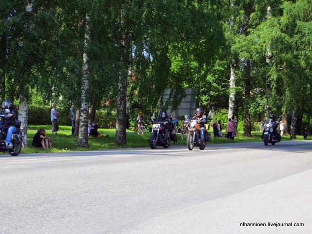 34 парад 13.07.2013 Harley Davidson в Varkaus на углу улицы Savontie 5