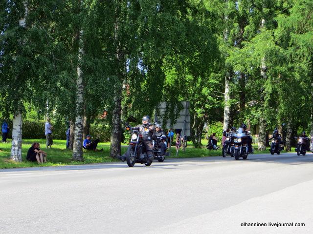 35 парад 13.07.2013 Harley Davidson в Varkaus на углу улицы Savontie 6
