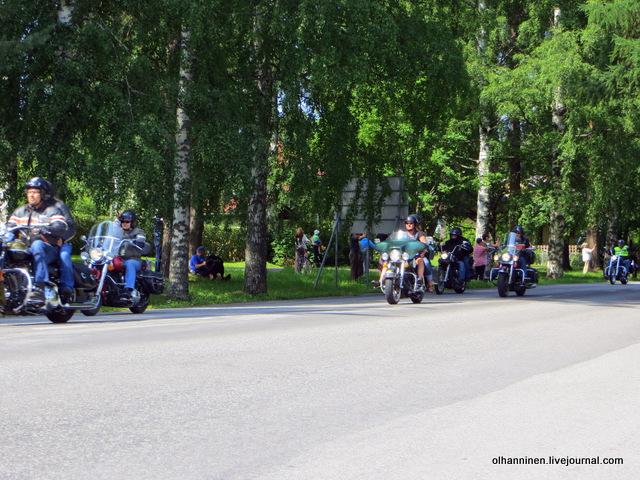 36 парад 13.07.2013 Harley Davidson в Varkaus на углу улицы Savontie 7