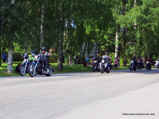 37 парад 13.07.2013 Harley Davidson в Varkaus на углу улицы Savontie 8